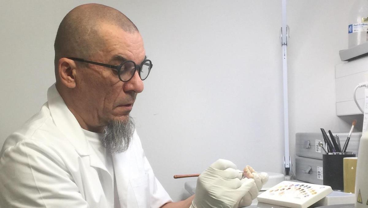 Mikko Karjalainen: Hammastaiteilija